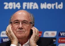 Blatter participa de coletiva no Maracanã em 14 de julho, após a Copa do Mundo no Brasil.   REUTERS/Pilar Olivares