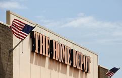 """Imagen de archivo de una tienda de la cadena Home Depot en Niles, EEUU, mayo 19 2014. Home Depot Inc dijo el martes que estaba trabajando con agencias gubernamentales para investigar """"cierta actividad inusual"""" relacionada con datos de clientes, pero no pudo confirmar que se convirtió en la más reciente minorista en ser golpeada por una violación a gran escala de su seguridad. REUTERS/Jim Young"""