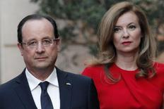 French President Francois Hollande (L) and his companion Valerie Trierweiler arrive for a state dinner at the Elysee Palace in Paris May 7, 2013, as part of Polish President Bronislaw Komorowski's two-day visit to France.   REUTERS/Thibault Camus/Pool