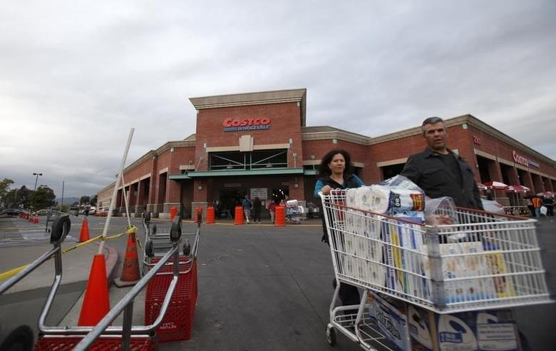 Shoppers push a trolley outside a Costco Wholesale store in Los Angeles, California March 6, 2013. REUTERS/Mario Anzuoni