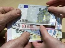 L'encours des crédits aux particuliers a progressé de 3,0% en France en juillet, un rythme inchangé par rapport à mai et juin. /Photo d'archives/REUTERS