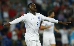 Welbeck comemora gol da Inglaterra contra a Suíça.  REUTERS/Denis Balibouse
