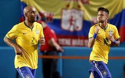 Neymar comemora gol do Brasil ao lado de Maicon, na sexta-feira, contra a Colômbia.  Crédito: Robert Mayer-USA TODAY Sports
