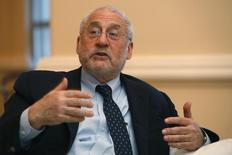 El premio Nobel de economía Joseph Stiglitz, en una entrevista en San Juan, feb 21 2014. Argentina tiene razón en pelear el fallo de la corte de Estados Unidos que la empujó a un default en julio, dijo el martes el premio Nobel de economía Joseph Stiglitz, en referencia al pedido del país a las Naciones Unidas para que debata el marco jurídico de las reestructuraciones de deuda soberana. REUTERS/Ana Martinez