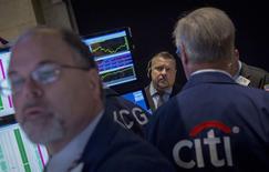 Wall Street a ouvert lundi pratiquement sans changement avec les valeurs technologiques en première ligne, l'entrée en Bourse d'Alibaba approchant à grands pas. Dans ce contexte, le Dow Jones gagnait 3,18 points à l'ouverture, soit 0,02%, à 16.990.69 points. /Photo prise le 3 septembre 2014/REUTERS/Brendan McDermid