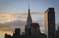 Un atardecer en la zona de Manhattan en Nueva York, abr 16 2014. La actividad manufacturera en el estado de Nueva York se aceleró en septiembre a su ritmo más veloz en casi cinco años, superando las expectativas de una mejora más modesta, dijo el lunes la Reserva Federal de Nueva York en un reporte.  REUTERS/Carlo Allegri