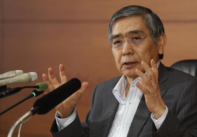 9月16日、日銀の黒田総裁が大阪市内で講演し、消費増税は以前から予定されており、新たな下振れ要因ではないとの認識を示した。写真は6月撮影(2014年 ロイター/Yuya Shino)