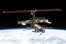 """Boeing a décroché auprès de la Nasa un contrat de plusieurs milliards de dollars pour construire les """"taxis de l'espace"""" qui transporteront les astronautes vers la station spatiale internationale (ISS), a-t-on appris d'une source du secteur. /Photo d'archives/REUTERS"""