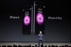Apple CEO Tim Cook introduces the new iPhone 6 and iPhone 6 Plus (R) during an Apple event at the Flint Center in Cupertino, California, September 9, 2014.   REUTERS/Stephen Lam