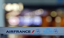 Air France-KLM, à suivre mercredi à la Bourse de Paris. La direction prévoit une situation à peu près inchangée ce mercredi (au moins 40% des vols assurés) au troisième jour de la grève des pilotes de la compagnie. /Photo prise le 16 septembre 2014/REUTERS/Jean-Paul Pélissier