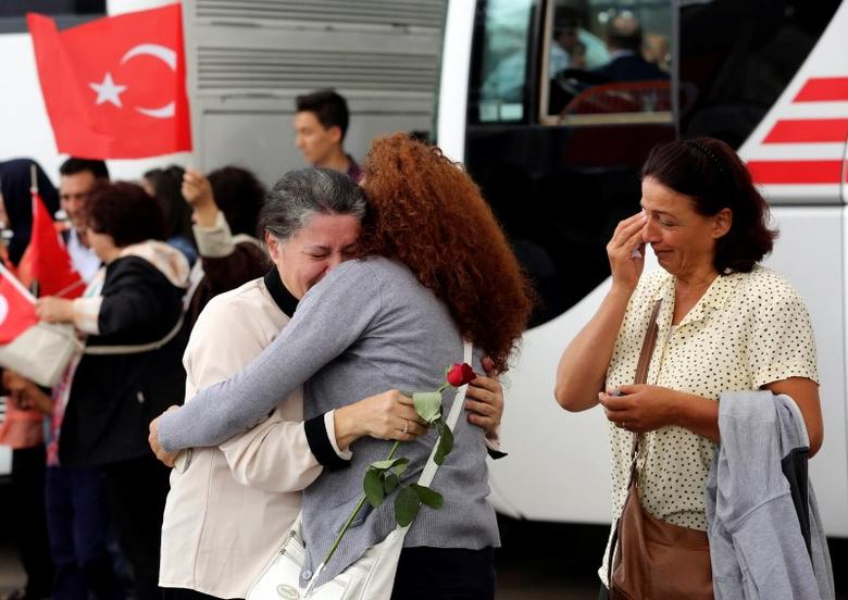 An employee (C) at Turkey's consulate in Mosul is welcomed by her relatives at Esenboga airport in Ankara September 20, 2014. REUTERS/Stringer