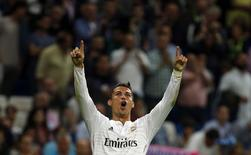 Cristiano Ronaldo comemora gol do Real sobre o Elche.  REUTERS/Sergio Perez