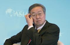Zhou Xiaochuan, le gouverneur de la banque centrale chinoise, risque de perdre son poste dans le cadre d'un remaniement sur fond de dissensions internes concernant les réformes économiques, rapporte mercredi le Wall Street Journal. /Photo prise le 10 avril 2014/REUTERS