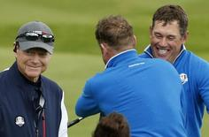 European Ryder Cup players Jamie Donaldson (C) and Lee Westwood  (R) celebrate as they stand by U.S. Ryder Cup captain Tom Watson on the 18th green after winning their foursomes 40th Ryder Cup match at Gleneagles in Scotland September 26, 2014. REUTERS/Phil Noble