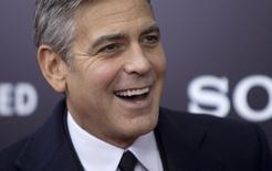 """En la imagen, el actor George Clooney llega al estreno de su película """"The Monuments Men"""" en Nueva York. 4 de febrero, 2014. Cooney daba el sábado en Venecia la bienvenida a más estrellas en la antesala de su matrimonio con la abogada de derechos humanos Amal Alamuddin, aunque los detalles de la boda de este fin de semana siguen siendo un misterio. REUTERS/Carlo Allegri"""