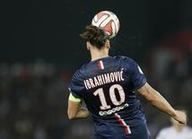 Atacante do Paris St Germain Zlatan Ibrahimovic em partida contra o Olymique de Lyon em Paris. 21/09/2014 REUTERS/Gonzalo Fuentes