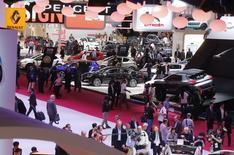 PSA est actuellement en contact avec des acheteurs potentiels pour les gros moteurs diesel et essence qu'il a développés avec Ford et BMW et qu'il continuera de produire en France après la fin de sa coopération avec les deux groupes, déclare le directeur de la stratégie moteurs du constructeur. /Photo prise le 2 octobre 2014/REUTERS/Jacky Naegelen