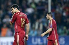 Diego Costa deixa campo após derrota da Espanha para a Eslováquia.  REUTERS/David W Cerny