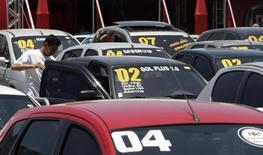 A inadimplência entre consumidores brasileiros registrou forte alta em setembro, subindo 19,6 por cento sobre igual mês do ano passado, de acordo com dados da Serasa Experian. 07/12/2008 REUTERS/Paulo Whitaker