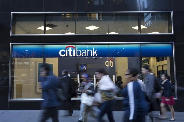 10月14日、米シティの第3・四半期決算は調整後利益が13%増加した。写真はニューヨークの支店前で2013年10月撮影(2014年 ロイター/Andrew Kelly)
