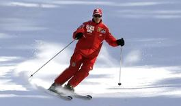 Ferrari's Formula One driver Michael Schumacher of Germany skis during his team's winter retreat in the Dolomite resort of Madonna Di Campiglio January 12, 2006.  REUTERS/Alessandro Bianchi