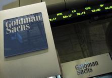 Goldman Sachs a fait état jeudi d'un bénéfice net en hausse de 50% au troisième trimestre grâce à un brusque rebond de l'activité sur le marché obligataire le mois dernier. /Photo d'archives/REUTERS/Brendan McDermid