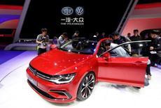 FAW-Volkswagen Automobile, coentreprise de Volkswagen en Chine, va rappeler 563.605 voitures du modèle New Sagitar construites de 2011 à 2014, en raison d'un problème d'essieu arrière. /Photo prise le 20 avril 2014/REUTERS/Jason Lee