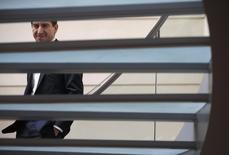 Matthieu Pigasse, l'un des actionnaires du Monde, aux côtés de Pierre Bergé et Xavier Niel. Les actionnaires du quotidien du soir ont adressé un courrier au PDG de TF1 Nonce Paolini lui confirmant leur volonté de reprendre la chaîne d'information en continu menacée d'une lourde restructuration. /Photo prise le 28 mars 2014REUTERS/Christian Hartmann