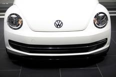 Volkswagen annonce vendredi le rappel de plus de 1,1 million de véhicules en Chine et en Amérique du Nord, notamment des Jetta et des Beetle fabriqués entre 2011 et 2013, afin de réparer un potentiel problème d'essieu arrière. /Photo prise le 15 janvier 2014/REUTERS/Joshua Lott