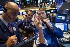 Operadores na Bolsa de Valores de Nova York. REUTERS/Brendan McDermid (UNITED STATES - Tags: BUSINESS)