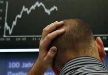 Les déconvenues des places boursières ces derniers jours ont amené plusieurs entreprises européennes à repousser leur introduction en Bourse mais ce qui est un désagrément pour ces dernières peut se révéler une bonne opportunité pour les fonds de capital investissement, assis sur un matelas de trésorerie sans précédent de 1.000 milliards de dollars. /Photo prise le 17 octobre 2014/REUTERS/Ralph Orlowski