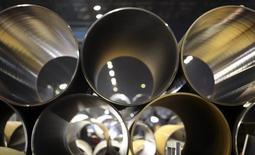 Трубы для газопровода Южный поток на заводе ОМК в Выксе 15 апреля 2014 года. Крупнейший производитель труб в РФ Трубная металлургическая компания (ТМК) в третьем квартале увеличила отгрузку труб на 6,7 процента по сравнению с предыдущим кварталом до 1,1 миллиона тонн, сообщила компания в понедельник. REUTERS/Sergei Karpukhin