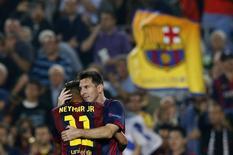 Messi e Neymar comemoram gol contra o Ajax em Barcelona nesta terça-feira.  REUTERS/Albert Gea