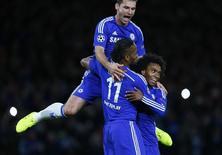 Jogadores do Chelsea comemoram gol contra o Maribor.       REUTERS/Eddie Keogh