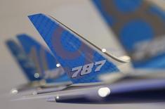 Boeing, qui a vu son bénéfice trimestriel progresser de 18%,  a revu à la hausse pour la troisième fois sa prévision de bénéfice courant annuel pour prendre en compte l'augmentation de la demande d'avions commerciaux. /Photo prise le 11 février 2014/REUTERS/Edgar Su