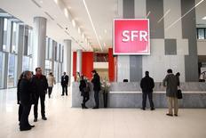 L'opérateur SFR, sur le point d'être cédé par Vivendi à Numericable, enregistre un recul de 19,2% de son résultat d'exploitation sur les neuf premiers mois de l'année sous l'effet de la guerre des prix qui sévit sur le marché français des télécoms depuis plus de deux ans. /Photo d'archives/REUTERS/Benoît Tessier