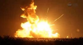 Взрыв ракеты Антарес на космодроме в Вирджинии 28 октября 2014 года. Беспилотная ракета Антарес взорвалась спустя несколько секунд после старта во время коммерческого пуска с восточного побережья Вирджинии во вторник. Это первое ЧП с того момента, как НАСА перешла к использованию частных операторов для доставки грузов на Международную космическую станцию. REUTERS/NASA TV/Handout via Reuters