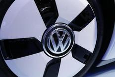 Volkswagen a dégagé un bénéfice d'exploitation en hausse de 16% et supérieur aux attentes au troisième trimestre, dopé par les ventes de modèles Audi et Porsche en Europe et en Chine. /Photo prise le 3 octobre 2014/REUTERS/Jacky Naegelen