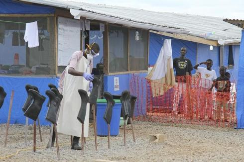 Days after waving to U.S. envoy, Liberian boys are Ebola free