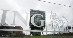 Avec six mois d'avance, ING Group finira le 7 novembre le remboursement des aides publiques reçues en 2008 au plus fort de la crise financière, s'ouvrant ainsi la possibilité de reprendre le versement d'un dividende. Le dernier paiement d'un milliard d'euros portera le total remboursé à 13,5 milliards d'euros, donnant à l'Etat néerlandais un rendement annualisé de 12,7%. /Photo prise le 9 janvier 2014/REUTERS/Toussaint Kluiters/United Photos