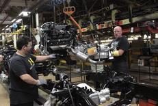 Le secteur privé aux Etats-Unis a créé 230.000 emplois en octobre, un chiffre supérieur aux attentes des économistes et qui est le plus élevé depuis le mois de juin. /Photo prise le 25 septembre 2014/REUTERS/Rebecca Cook