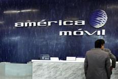 La recepción de América Móvil en su matriz en Ciudad de México, feb 13 2013. La gigante América Móvil, del millonario Carlos Slim,  suscribirá proporcionalmente a su tenencia accionaria un aumento de capital de Telekom Austria, dijo el jueves el director de Finanzas de la firma mexicana, Carlos García Moreno. REUTERS/Edgard Garrido