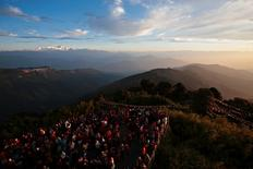 Visitors watch the sunrise from Tiger Hill near Darjeeling (C) in the Indian state of West Bengal, in this October 2, 2009 file photo. REUTERS/Tim Chong/Files