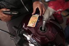 Posto de gasolina em Brasília. 7/11/2014 REUTERS/Ueslei Marcelino