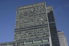 Las oficinas de JPMorgan Chase & Co en Londres, ene 28 2014. JPMorgan Chase & Co redujo su previsión para el precio del crudo Brent para 2015 en 33 dólares a 82 dólares por barril, citando presiones de oferta en la Cuenca del Atlántico y una aparente incapacidad de los estados miembros de la OPEP para trabajar cohesionadamente para contener la producción y equilibrar el mercado. REUTERS/Simon Newman