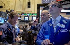 La Bourse de New York a débuté mardi sur une note légèrement négative mardi, marquant une pause dans un marché calme. Le Dow Jones cède 0,14% dans les premiers échanges, le Standard & Poor's 500 perd 0,09% et le Nasdaq Composite recule de 0,12%. /Photo prise le 10 novembre 2014/REUTERS/Brendan McDermid