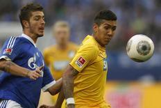 Firmino (D) disputa lance em jogo do Hoffenheim contra o Schalke 04 em 8 de março de 2014. REUTERS/Ina Fassbender