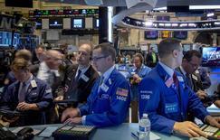 Traders work on the floor of the New York Stock Exchange November 10, 2014. REUTERS/Brendan McDermid