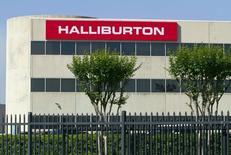 Офис Halliburton в Хьюстоне, Техас, 6 апреля 2012 года. Две из трех крупнейших в мире нефтесервисных компаний Halliburton Co и Baker Hughes Inc ведут переговоры о слиянии, сообщили источники. REUTERS/Richard Carson