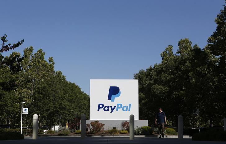 A PayPal sign is seen at an office building in San Jose, California May 28, 2014. REUTERS/Beck Diefenbach (UNITED STATES - Tags: BUSINESS LOGO)